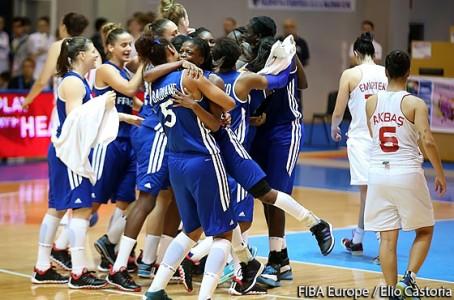 Les Françaises pouvaient laisser éclater leur joie au coup de sifflet final (photo : FIBA Europe)