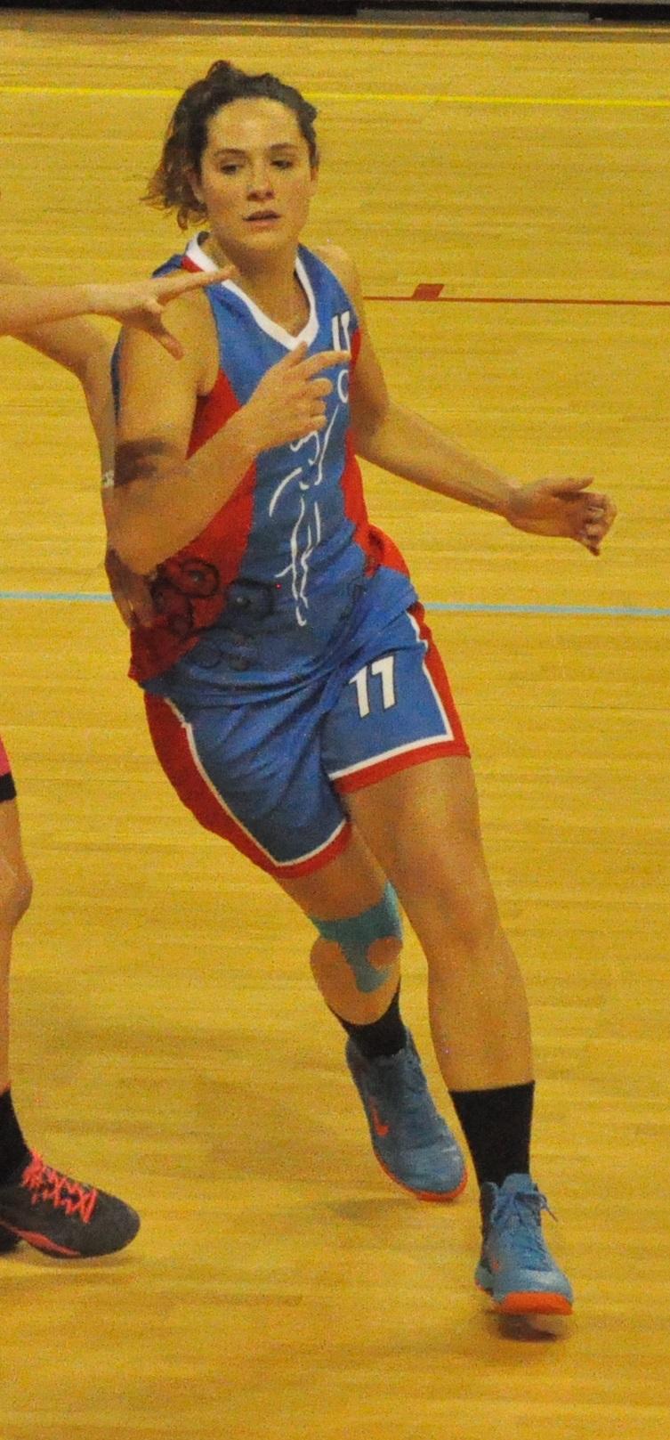 Malgré ses 18 points, Charlène Mari n'a pu empêcher la défaite de l'UVBN (photo : Benjamin Bonneau)