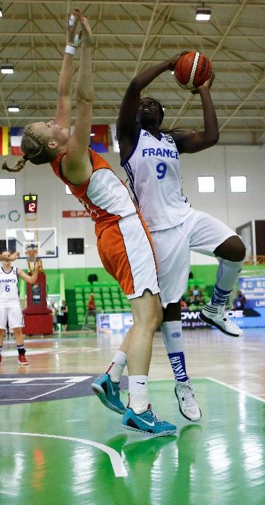 Clarince Djaldi Tabdi et les Bleuettes affronteront l'Espagne en finale ce dimanche (photo : FIBA)