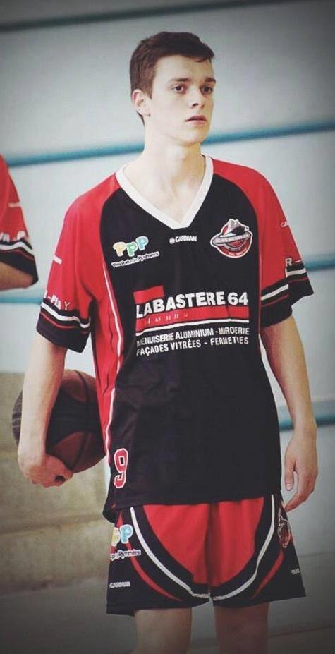 Capitaine des U18 Béarnais, Lucas Duthu rechausse les baskets au TOAC (photo : DR)