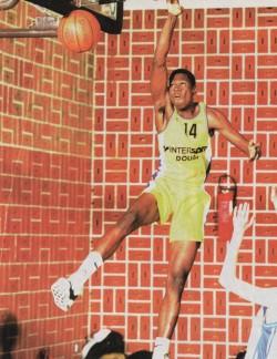 Toute la puissance de Tahirou Sani sous le maillot de Douai en minimes - Photo Hervé Bellenger