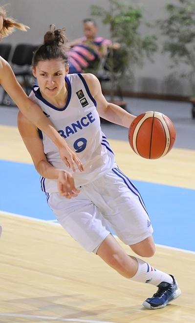 Rien n'a été facile pour Louise Dambach et la France ce mercredi (photo : FIBA)