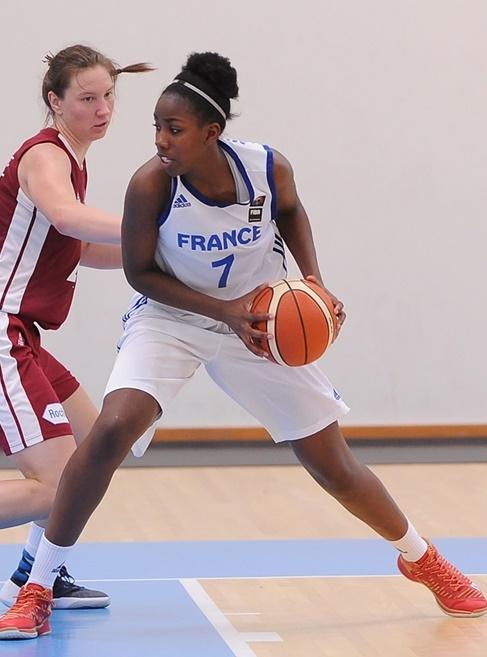 Marie-Michelle Milapie et les Bleuettes rejoignent les huitièmes de finale (photo : FIBA)